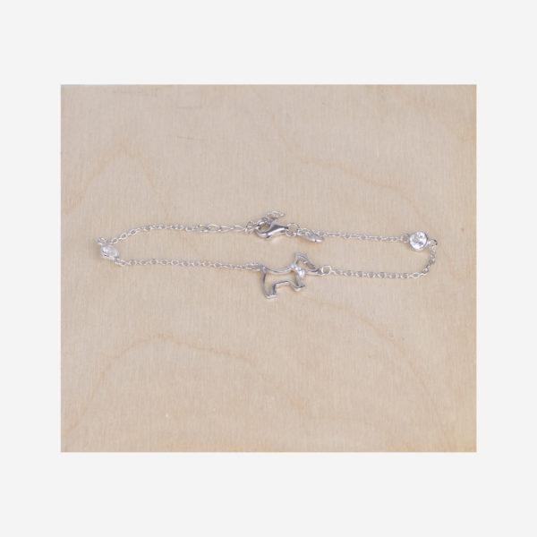 Bracelet chaîne en argent avec chien. Composé d'un petit chien découpé et de pierre zircon Taille réglable de 16 à 19 cm